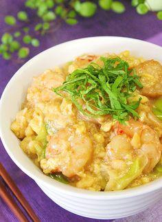 忙しくて時間がないけれど、ボリューム満点のご飯を作りたい時に役立つ丼物のレシピをご紹介します。栄養も満足感も抜群で、大切な彼やお子さんにきっと作ってあげたくなる簡単レシピは必見です。 Healthy Japanese Recipes, Asian Recipes, Healthy Recipes, Japanese Food, Wine Recipes, Soup Recipes, Cooking Recipes, Cooking Rice, Cooking Ideas