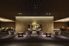 Lobby at 5 star hotel: The Prince Sakura Tower Tokyo, Autograph Collection. This hotel's address is: Takanawa, Minato-ku Shinagawa Tokyo and have 288 rooms Lobby Interior, Interior Exterior, Best Interior, Hotel Lobby Design, Hotel Lounge, Lobby Lounge, Hotel Benidorm, Piscina Hotel, Design Oriental