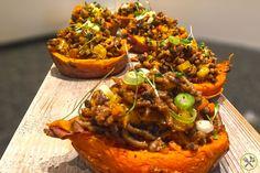 Paleo taco vulling in een zoete aardappel, ultiem comfort food van de hoogste plank! Bak je vlees en groenten aan, kruid goed af en vul je zoete bataten.