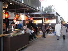 Hoi An in de Markthal van Rotterdam. Vietnamese lampionnen kleuren Noodlesoup en Baguette in de Markthal. Stand 33