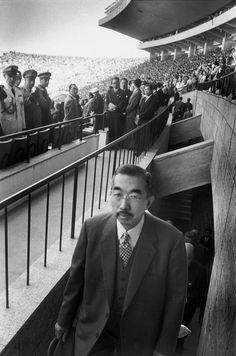 Hirohito, the Emperor of Shōwa (era), 1958 by Marc Riboud. ☆昭和天皇、裕仁。