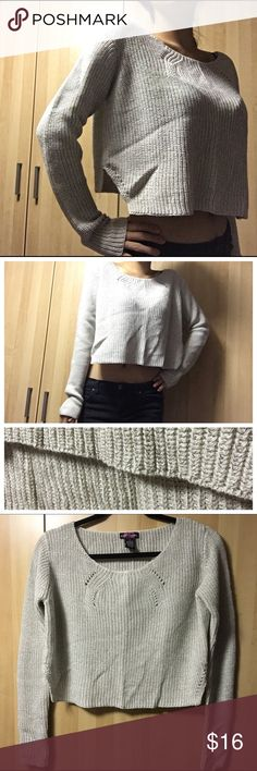 🙆🏻SALE🙆🏻 Cropped Cream Sweater Cute cropped loose fit sweater in an off white color with thin gold threading details. Scoop neck and long sleeves with cut opened sides. Layer to stay warm yet chiq. NWOT (Another posting with this same style sweater in black) Body Central Sweaters Crew & Scoop Necks