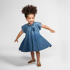 A swingy classic dress in carefree chambray. Perfect for play, for school or dress it up for a party! - Materials: 100% cotton - Designer: Ola Omami - Care: Machine wash warm, gentle cycle - tumble dr