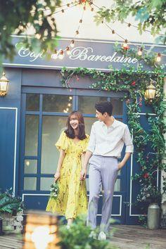 Pre Wedding Shoot Ideas, Pre Wedding Poses, Pre Wedding Photoshoot, Wedding Couples, Korean Wedding Photography, Wedding Couple Poses Photography, Prenup Outfit, Prenup Ideas Outfits, Prenuptial Photoshoot