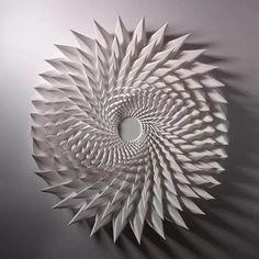 геометрические скульптуры из бумаги заказать: 2 тыс изображений найдено в Яндекс.Картинках Paper Wall Art, Paper Artwork, 3d Paper, Geometric Sculpture, Geometric Art, Sculpture Projects, Sculpture Art, Paper Sculptures, Clay Projects