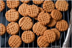Ciastka z masłem orzechowym - I Love Bake Cookie Decorating, Cookies, Baking, Desserts, Food, Crack Crackers, Tailgate Desserts, Deserts, Biscuits