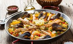 Seafood Paella with Cauliflower rice and Sofrito! This delicious recipe from the Amen Team features so many brain-boosting ingredients including omega-3 rich seafood and powerful, anti-inflammatory spices. Seafood Recipes, Paleo Recipes, Spanish Seafood Paella, Sushi Burger, Chorizo, Clean Eating, Healthy Eating, Cauliflower Rice, Entrees