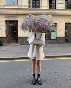 Flower Aesthetic, Aesthetic Photo, White Aesthetic, Little Flowers, Beautiful Flowers, Beautiful People, No Rain, Neutral Outfit, Girls Life