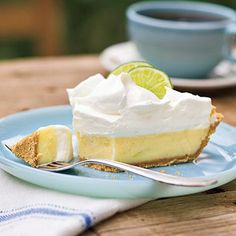 Recipe: Heavenly Key Lime Pie A little bit of sugar never did anyone harm—and this Southern dessert favorite hits the spot. Heavenly Key Lime Pie is wonderful with fresh or bottled Key lime juice. If you don't have Key limes, trying swapping out the Key l Creamy Key Lime Pie Recipe, Key Lime Pie Recipe With Meringue, Fresh Recipe, Pie Recipes, Dessert Recipes, Pastry Recipes, Cooking Recipes, Yummy Treats, Sweet Treats