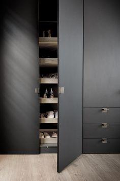 Wardrobe Door Designs, Wardrobe Design Bedroom, Bedroom Bed Design, Closet Designs, Closet Bedroom, Master Closet, Industrial Kitchen Design, Modern Industrial, Flur Design