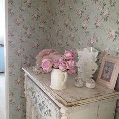 @ Rachel Ashwell - Floral Nook