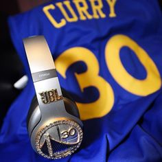 Stephen Curry's upgrades his JBL headphones with diamonds Sport 2, Sport Wear, Steph Curry Wallpapers, Stephen Curry Photos, Wardell Stephen Curry, Curry Shoes, Nba Champions, Basketball Shoes, Basketball Stuff