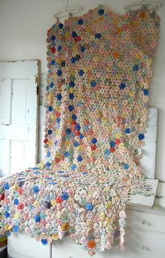Vintage Feedsack Fabric Yo Yo Quilt Over 1000 by PeppermintBark Old Quilts, Antique Quilts, Scrappy Quilts, Vintage Quilts, Vintage Fabrics, Yo Yo Quilt, Linens And More, Textiles, Quilted Pillow