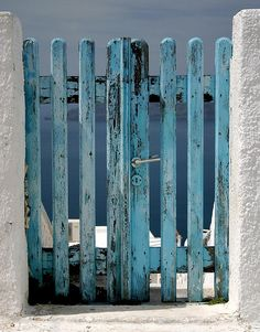 Aqua gate to the beach