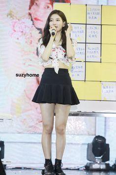 Miss A Suzy, Korean Beauty Girls, Bae Suzy, Nayeon, Kpop Girls, Girlfriends, Skater Skirt, Ballet Skirt, Actresses