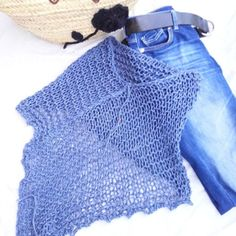 Der Neuen: Denim on denim. Last unit of this cotton poncho. Der Neuen: Denim on denim. Last unit of this cotton poncho. I love it ! Crochet Beanie Hat, Knitted Headband, Knitted Poncho, Summer Knitting, Arm Knitting, Knitting Patterns, Crochet Blouse, Crochet Shawl, Love Crochet