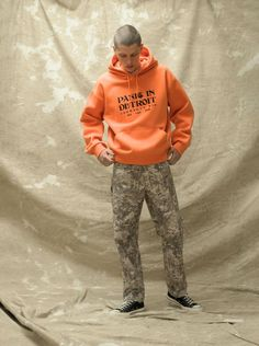 Carhartt Work In Progress Men's Lookbook Spring/Summer 2021 Carhartt Work In Progress, Realtree Camo, Half Zip Sweaters, Carhartt Wip, Shirt Jacket, Hoodies, Sweatshirts, Fashion News, Fall Winter
