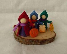 Sint maarten kindjes voor inspiratie. Waldorf Crafts, Waldorf Toys, Felt Crafts, Diy And Crafts, Crafts For Kids, Tiny Dolls, Soft Dolls, Bois Diy, Lantern Festival