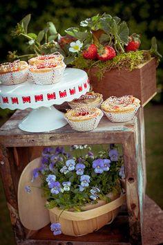 dessert station ideas http://www.weddingchicks.com/2013/10/08/american-wedding-ideas-2/