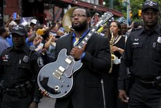 """Rodd Bland, son of Bobby """"Blue"""" Bland, carries the iconic Gibson guitar named """"Lucille"""" belonging to the late B.B. King during a procession down Beale Street in Memphis, Tennessee May 27, 2015. REUTERS/Mike Blake"""