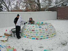 un igloo multicolore