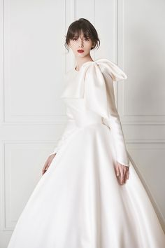 18 Wedding Dresses That Make A Romantic Statement With A Royal Touch! 18 bridal gowns that make a ro Elegant Wedding Dress, Wedding Updo, Bridal Dresses, Flower Girl Dresses, Bridesmaid Dresses, Classy Work Outfits, Wedding Dress Accessories, Bridesmaids And Groomsmen, Romantic Weddings