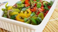 Salada de 3 pimentos com anchovas e manjericão
