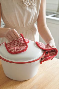 Pot Grabbers from Retro Kitchen Knits