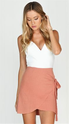 Amazing wraplook skirt Crepe / linen feel Ties to the side Raw hem Invisible side zip 100% cotton Model wears a size 8 and has paired it with the Under The Sta