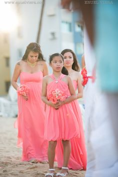 beachy peach theme bridesmaid bouquets...  #Bride #weddingreception #PRwedding #weddingflower #puertoricowedding #weddingphotography #yourweddinglounge #destinationwedding #inspiration #events #aisle #event #bridetobe #gettingmarried #bridal #savethedate #dreamwedding #love #islandwedding #groom #ido #picoftheday #weddingideas #photooftheday #instabride #instawedding #engagement #flowerideas #beautiful #engaged #fiance #inticdesign #bridalbouquet #flowers #ceremonyflowers #flowerarrangements