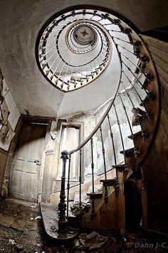 L'escalier des chevaliers by ZerberuZ on DeviantArt