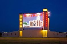 If you thought all the drive-in movie theaters in Texas were gone, think again. Here are 10 drive-ins that will have you nostalgic for the old days. Texas Roadtrip, Texas Travel, Waltz Across Texas, Waco Texas, Austin Texas, Good Drive, Drive In Movie Theater, Rio Grande Valley, Stars At Night
