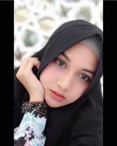 Hijab Niqab, Muslim Hijab, Hijab Chic, Beautiful Muslim Women, Beautiful Hijab, Lily Chee, Muslim Beauty, Winter Hats For Women, Girl Hijab