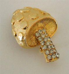 Stunning gold tone mushroom vintage pin brooch textured clear rhinestones
