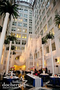 Philadelphia Atrium At The Curtis Center Wedding Pictures Lindsaydocherty Philly Photographer