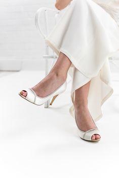 94317ddefff Chelsey - Silver Shimmer Peep Toe Shoes. TrouwschoenenTrouwschoenenVintage  GeïnspireerdeNaaldhakken