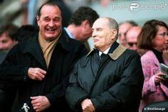 Jacques Chirac et François Mitterrand en plein fou rire, lors d'un match du PSG, le 14 mai 1995.