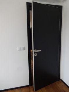 Dveře Sapeli, HPL laminát černý, kování M&T Entero