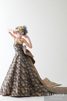 和ドレス 着物ドレス 紺・ゴールドのAライン That Old Black Magic, Cocktail Outfit, Nice Dresses, Formal Dresses, Beautiful Costumes, Kimono Dress, Strapless Dress Formal, Wedding Gowns, Ball Gowns