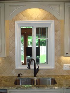 travertine diamond cut honed light backsplash with typhoon bordeaux - Google…