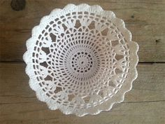 Handmade NL: Brocante mandjes haken DIY Diy Crochet Basket, Crochet Lamp, Cake Cover, Chrochet, Little Things, Doilies, Lana, Decorative Plates, Diys