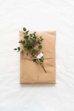 A Considered Life: Zero Waste Gift Ideas Diy Gift Box, Diy Gifts, Furoshiki, Stationary Gifts, Sustainable Gifts, Sustainable Living, Christmas Gift Wrapping, Gift Packaging, Zero Waste