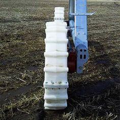 Mejorar el funcionamiento de un sistema de riego Pivot es actualizar los elementos antiguos por otros más novedosos, sustituir el panel principal mecánico por otro programable o controlable a distancia, utilizar emisores más modernos, minimizar los problemas de roderas, etc.