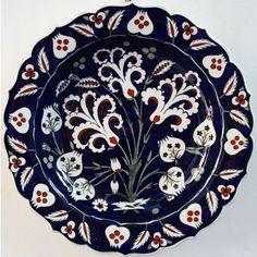 VAKIF - Çini Sanatı Ceramic Tile Art, Ceramic Plates, Ceramic Pottery, Decorative Plates, Plate Wall Decor, Plates On Wall, Traditional Tile, Turkish Tiles, Pots