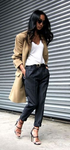 This trench and simple stilettos outfit is so me. Awesome Summer Workwear Outfit Ideas