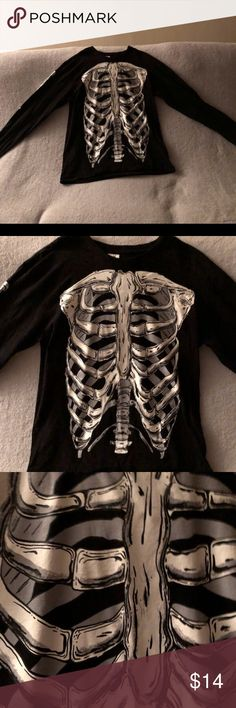 Skeleton top Pretty great condition and 100% cotton spirit halloween Sweaters Crew & Scoop Necks