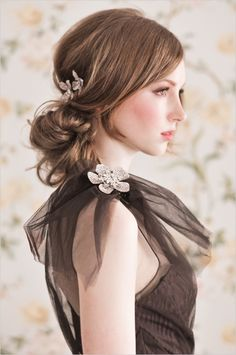 The perfect example of an up-do that isn't too fussy and the casually placed clip is a gorgeous way to make it just a bit fancier when needed.