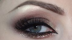Glitters on Smoky Eyes