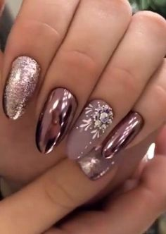 35 Attractive Diy Christmas Nail Art Ideas To Try This Year Now - Designer nails can really make you look fashionable and chic. Nail art is one way to make your nails look really good and it lets you experiment with . Xmas Nails, New Year's Nails, Holiday Nails, Gel Nails, Acrylic Nails, Coffin Nails, Christmas Nails 2019, Diy Christmas Nail Art, Christmas Nail Art Designs
