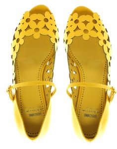 yellow flower cutout shoes